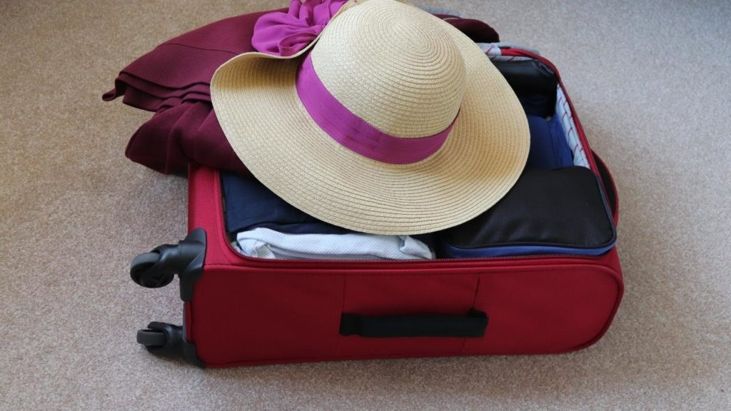 Pack-luggage-efficiently-to-prepare-for-travel