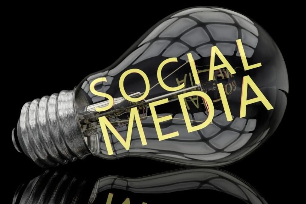 Use-Social-Media-To-Communicate-In-Emergency