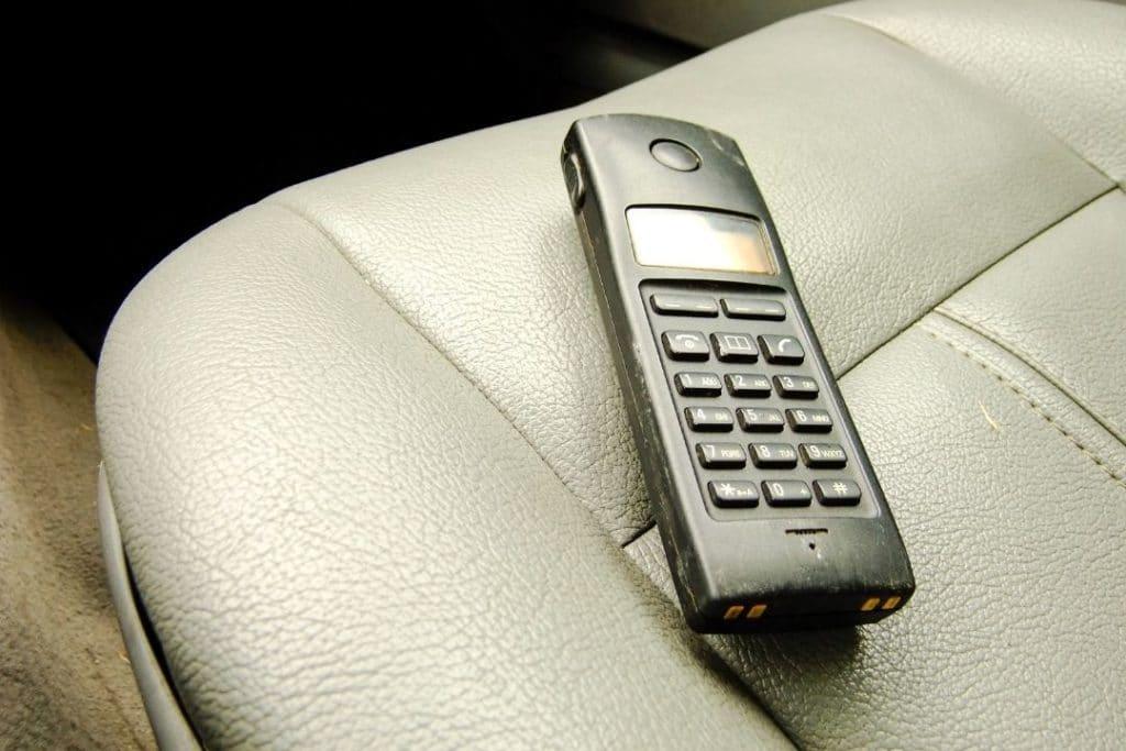 SAT-phone-is-best-way-to-communicate-in-emergency